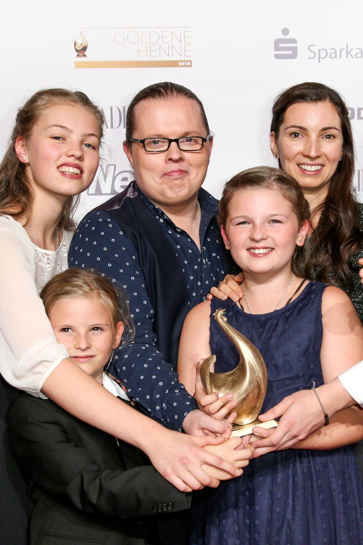 Angelo und Kira Kelly mit den Kinder Gabriel, Helen, Joseph, Mary und William