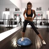 Kelly Gale beim Training im Fitnessstudio.