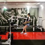 Model Ming Xi trainiert hart für einen perfekten Körper.