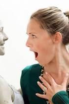 """22. Oktober 2018  Mit aufgerissenen Mund starrt die """"Atemlos""""-Sängerin fassungslos ihr komplett ergrautes Abbild mit Pickeln im Gesicht an. """"Bist wohl ein bisschen grau geworden und in deinem Gesicht stimmt auch was nicht, also ich würd' mir mal Gedanken machen!!! Weißte selber, ne? WHAAAAT???"""", schreibt Helene Fischer zum Instagram-Bild. Was es mit dieser komplett ergrauten Helene Fischer auf sich hat, verrät die Sängerin allerdings auch. Die zweite Fischer-Version wurde anscheinend für das Wachsfigurenkabinett Madame Tussauds angefertigt."""