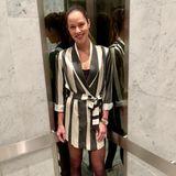 """""""Nur eingewöhnlicher Dienstagabend"""", schreibt die ehemalige Tennisspielerin Ana Ivanovic unter ihren Instagram-Post. Liebe Ana:Wir finden,allein dein Outfitsieht alles andere als gewöhnlich aus!Dasschwarz-weiß gestreifte Blazerkleid mit Gürtelin der Taillesteht der Frau von Bastian Schweinsteiger wirklich toll. Dazu kombiniert sie eine schwarze Strumpfhose und schicke Boots. Ob es damit gleich zur Date-Night mit ihrem Liebstengeht?"""