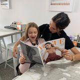 24. Oktober 2018  Ihre Leidenschaft zur Mode teilen die beide Beckham-Ladies jetzt schon. Harper Beckham durchstöbert ganz begeistert mit Mama Victoria die aktuelle Vogue, bei der Victoria auf dem Cover zu sehen ist.
