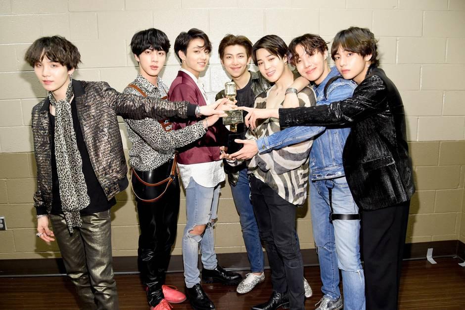 Backstage-Posen bei den Billboard Music Awards in Las Vegas. Zu den Bangtan Boys gehören (v. l.) Suga, 25, Jin, 25, Jungkook, 21, RM, 24, Jimin, 23, J-Hope, 24, und V, 22