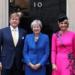 Tag 2  Königin Maxima und König Willem-Alexander beim Treffen mit Premierministerin Theresa May in der Downing Street.