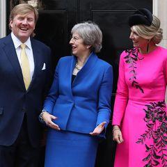 Tag 2  Ein bisschen Spaß muss sein. Bei dem Treffen mit der britischen Premierministerin Theresa May wird sich köstlich amüsiert.