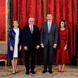 24. Oktober 2018  Deutschlands Bundespräsident Frank-Walter Steinmeier und seine Frau Elke Büdenbender (links) besuchen das spanischen Königspaar Felipe und Letizia im königlichen Palast in Madrid.
