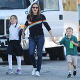 23. Oktober 2018  Bestens gelaunt schlendert Jennifer Garner mit ihren Kindern durch Santa Monica.