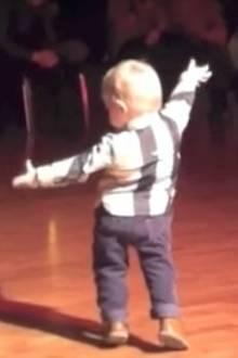Rock'n'Roll-Performance: Dieser Zweijährige tanzt wie der junge Elvis Presley