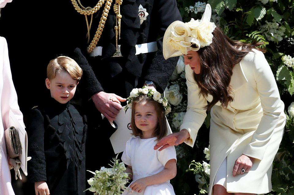 Prinz William und Herzogin Catherine mit Prinz George und Prinzessin Charlotte bei der Hochzeit von Prinz Harry und Herzogin Meghan
