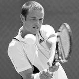 """26. Oktober 2018: Todd Reid (34 Jahre)  Der australische Tennisspieler Todd Reid ist überraschend im Alter von 34 Jahren in Melbourne verstorben, das berichtet jetzt die """"Daily Mail"""". Eine Todesursache wurde bislang nicht offiziell bekannt gegeben."""