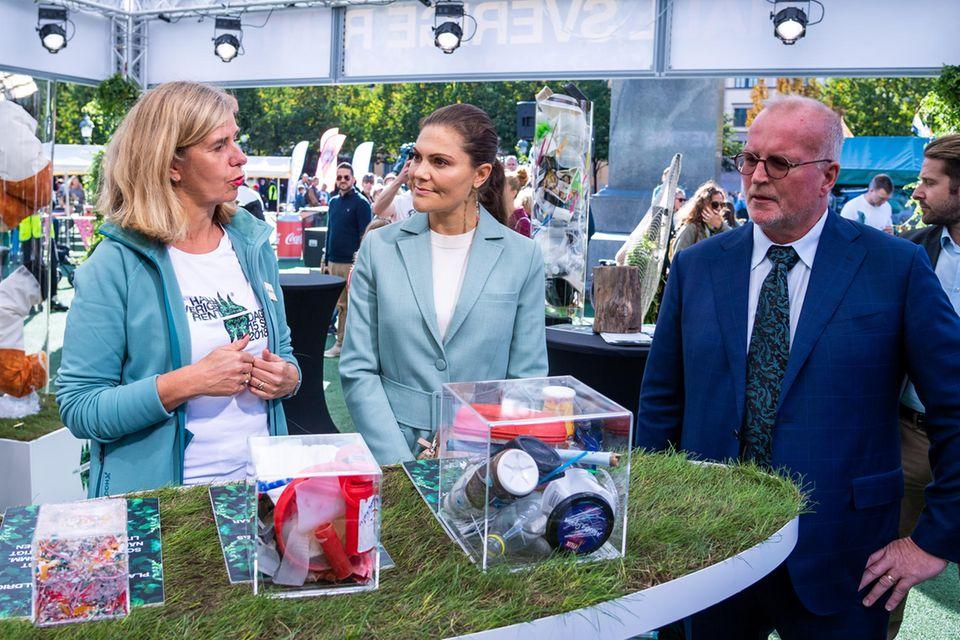 """Prinzessin Victoria setzt sich oft und viel für die Umwelt ein. Kein Wunder, dass sie sich auch am """"Haltet Schweden sauber""""-Tag beteiligte."""