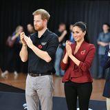 Tag 11  Bei einem Besuch des Rollstuhl-Basketball Finales der Invictus Games haben Prinz Harry und Herzogin Meghan viel Spaß.