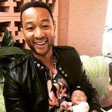 17. Juni 2018  So süß! John Legend hält den kleinen Miles Theodore im Arm.