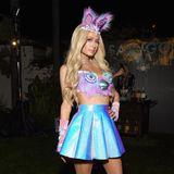Oh la la Paris Hilton in einem heißen Kostüm.