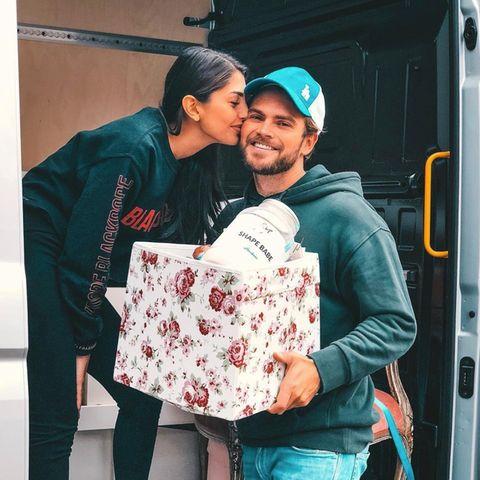 Yeliz und Johannes ziehen zusammen.