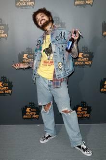 Nicht nur der Look, auch die Pose von Rapper Post Malone will gelernt sein, aber wer beherrscht sie denn hier bei der KISS Haunted House Party in London schon ziemlich gut?