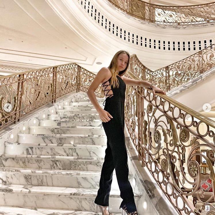 davina geiss sie zeigt ihre m rderisch hohen high heels. Black Bedroom Furniture Sets. Home Design Ideas