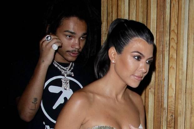 Luka Sabbat und Kourtney Kardashian Mitte September beim Verlassen eines Restaurants in Los Angeles