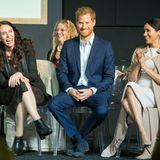 """Tag 14  Prinz Harry und Ehefrau Meghan begleiten Premierministerin Jacinda Ardern (l.) bei einem Besuch der Charity-Organisation """"Pillars"""". Die wohltätige Einrichtung hilft neuseeländischen Kindern, die unter inhaftierten Elternteilenleiden."""
