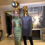 Model Natalia Vodianova verkleidet sich als den Hautgott der Mythologie Horus. Neben der schönen Göttin ihr mittlerweile 16-Jährige Sohn Lucas Alexander Portman als Aset.