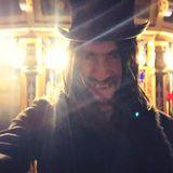 Thomas Hayo erscheint bei der Vmagazine-Halloweenparty als blutrünstiger Dracula.