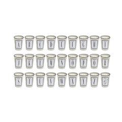 """Die perfekten Begleiter für diekalteJahreszeit: """"The Alphabet Collection"""" vonAtelier Oblique ist ein Duftzirkel, der sich von eleganten Aromen über exotische Ausblicke und mediterrane Herbsttage bis zu sinnlichen Noten einer langen heißen Sommernacht bewegt. Jede Kerze besticht wie ein Parfum mitKopf-, Herz-, und Basisnote. Die Kerzen werden in Deutschland handgegossen und per Hand lackiert. Ca. 58 Euro."""
