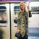 Huch, wen haben wir denn da in einer New Yorker U-Bahn? Auch ein It-Girls wie Nicky Hilton müssen mal die öffentlichen Verkehrsmittel nehmen und haben dabei offensichtlich richtig Spaß.