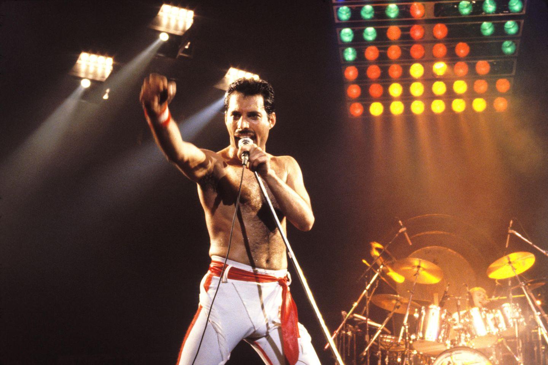 Freddie Mercury, †45