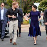 Tag 15  Umschwärmt von grimmig dreinschauenden Sicherheitsmännern machen sich Prinz Harry und Meghan auf den Weg die Stadt Rotorua zu besichtigen.