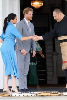Herzogin Meghan und Prinz Harry mitKönigTupou VI und KöniginNanasipau'u Tuku'aho
