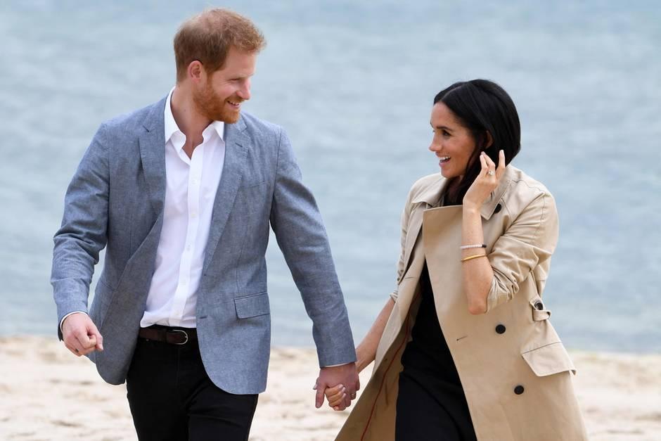 Auch Prinz Harry und Herzogin Meghan kennen die Vorzüge eines Spaziergangs am Strand.