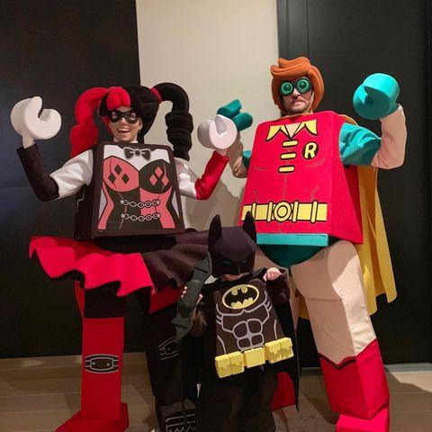 Erkennen Sie diese lustige Familie in den Lego-Kostümen? Justin Timberlake, Jessica Biel und Söhnchen Silas als lustige Legofiguren.