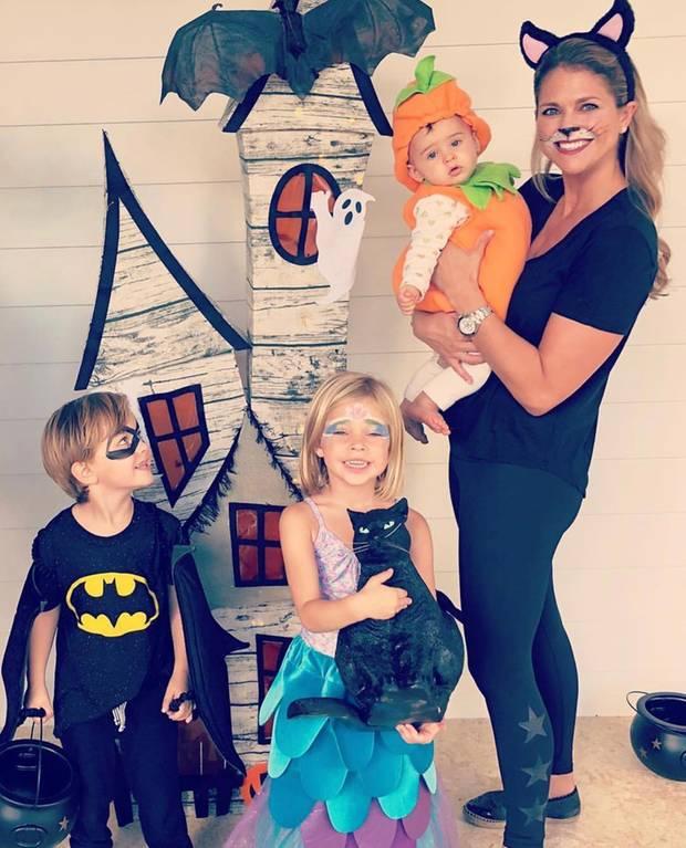 Schwedens Prinzessin Madeleine hat in ihrer neuen Heimat Florida ganz amerikanisch mit ihren Kindern Prinzessin Leonore, Prinz Nicolas und Prinzessin Adrienne das Schauerfest gefeiert.