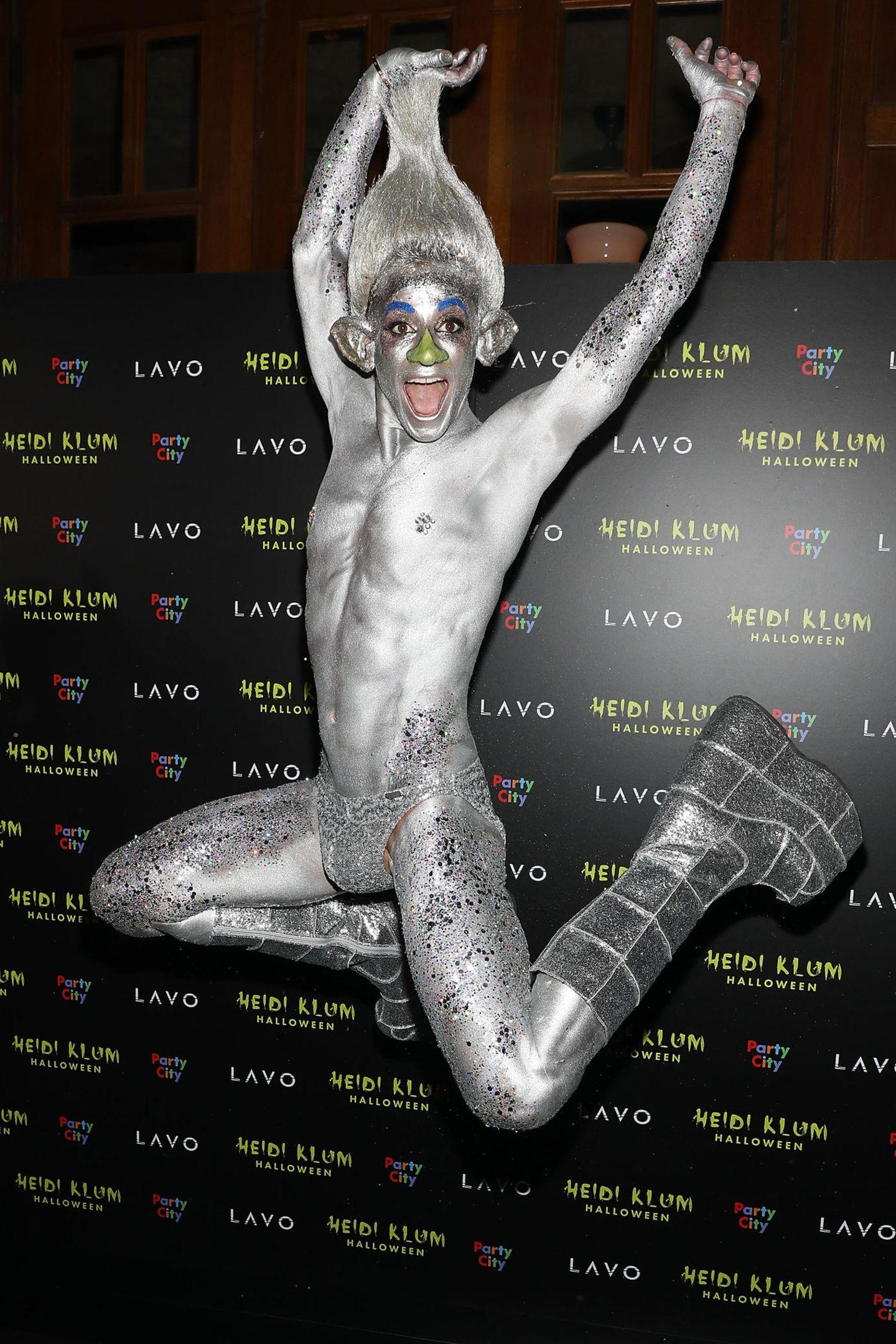 Ganz schön crazy ist der Look von Frankie Grande als Space Troll.