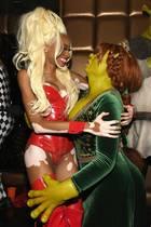 Küsschen von Fiona an Ru Paul. Heidi Klum und Winnie Harlow haben auf der Tanzfläche mächtig Spaß.
