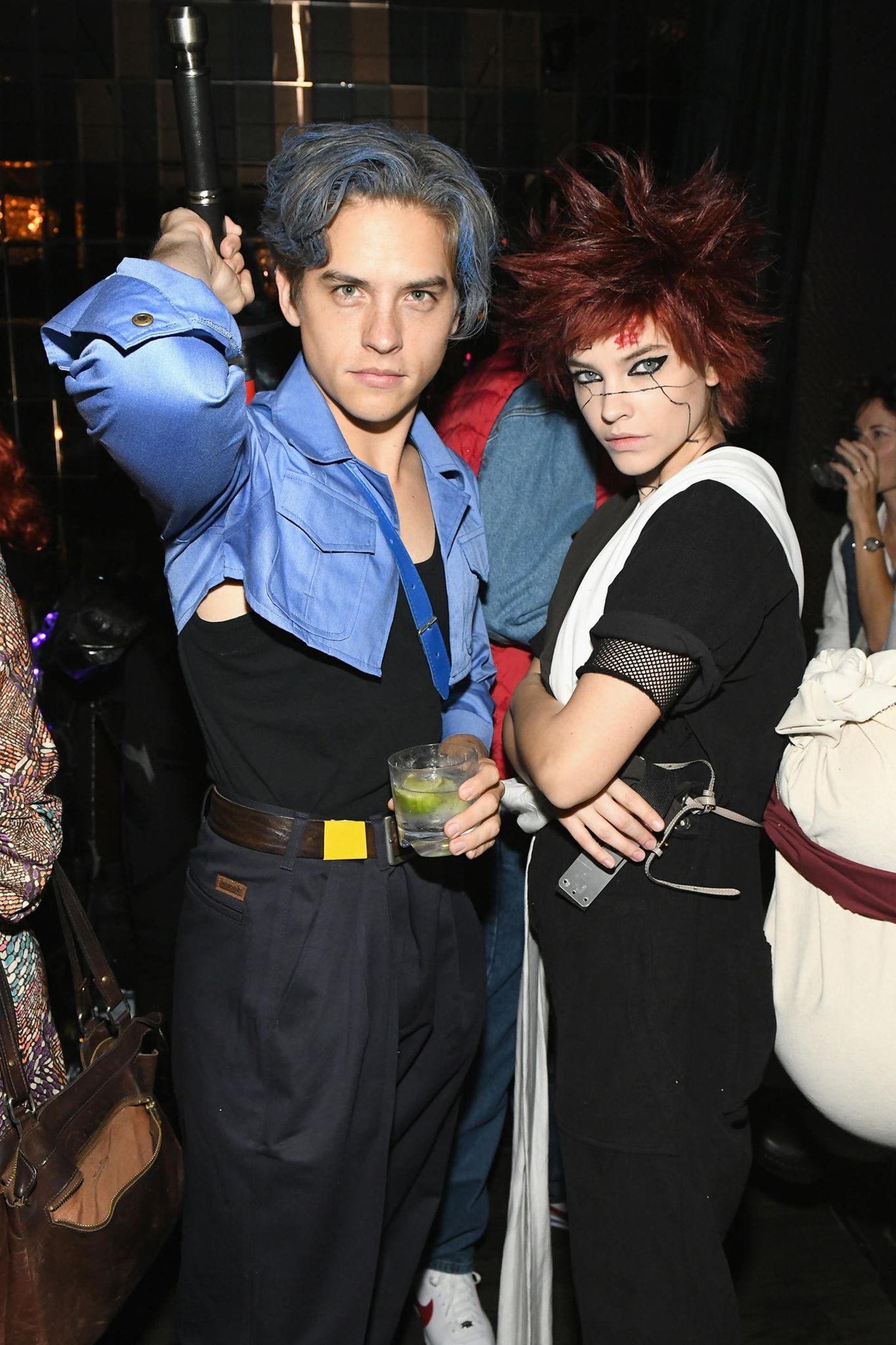 Inspiriert von Dragon Ball kommenDylan Sprouse und Barbara Palvin zu der Party und stürzen sich direkt ins Getümmel.