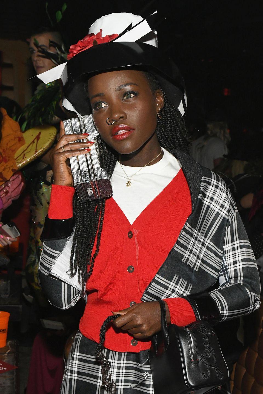 """Ring, ring - die 90er-Jahre haben angerufen und loben Lupita Nyong'o für ihren perfekt nachgestylten """"Dionne""""-Look aus dem Kultfilm Clueless."""