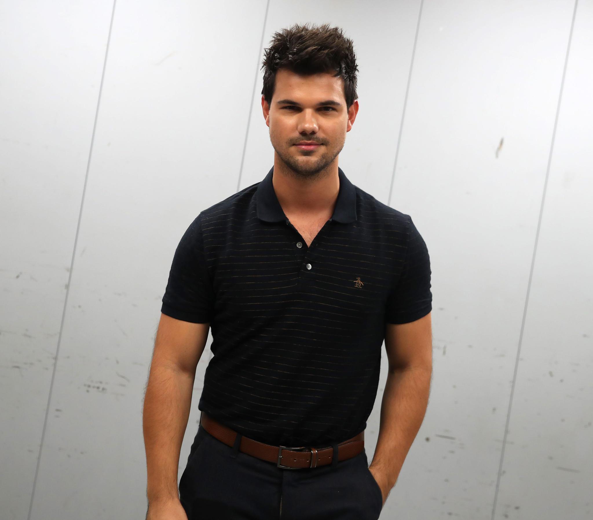 Taylor Lautner ist wieder glücklich vergeben. Seine neue Freundin heißt Taylor Dome und ist Studentin