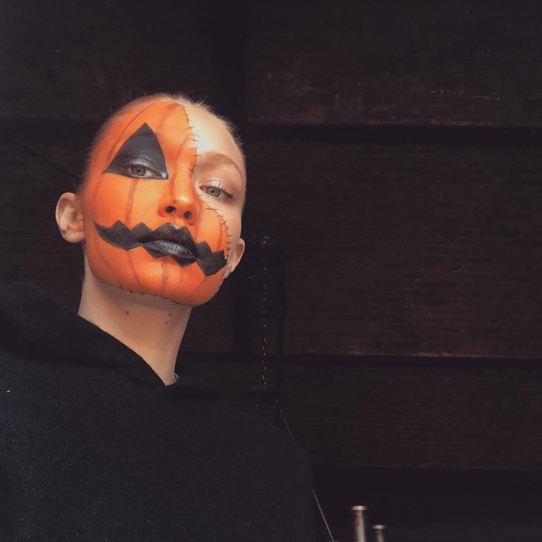 Model Gigi Hadid als schauriger Kürbis.