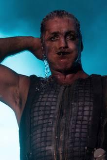 Till Lindemann ist der Frontsänger der Band Rammstein.