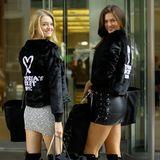 """Willow Hand und Sofie Rovenstine sind besonders stolz auf ihre Jacken. Nur die wahren """"Victoria's Secret""""-Models bekommen diese von dem Dessous-Label überreicht. Für beide wird es die erste Show sein."""