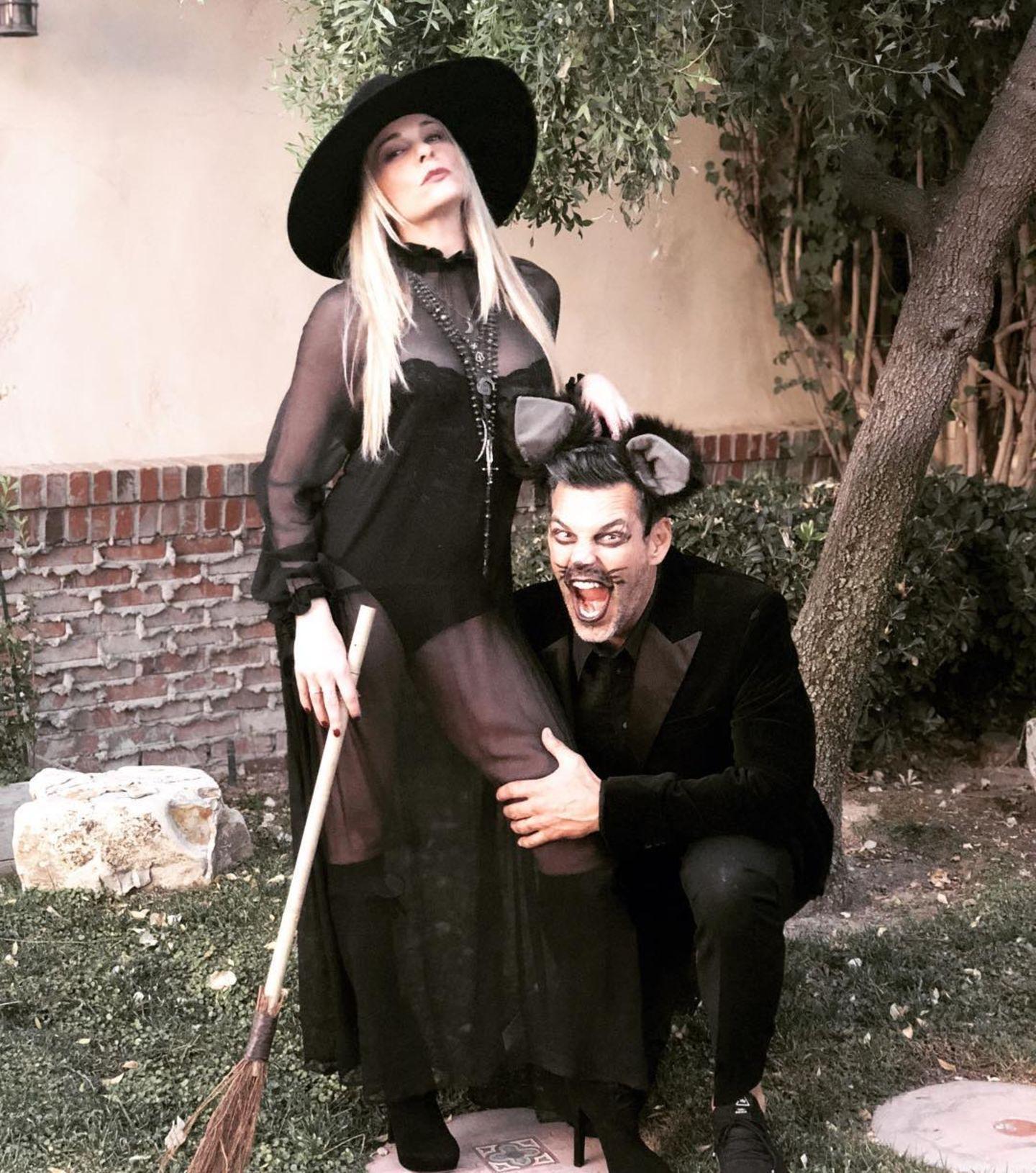 Sängerin LeAnn Rimes als heiße Hexe mit ihrem magischen Kater alias Mann Eddie Cibrian.