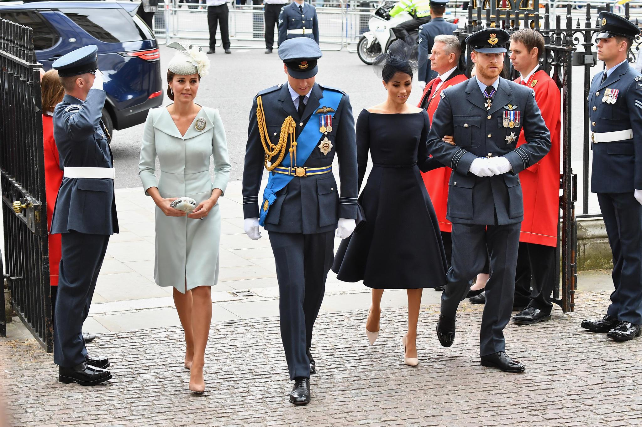 Herzogin Catherine, Prinz William, Herzogin Meghan und Prinz Harry kommen gemeinsam vorWestminster Abbey an.