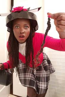 """Lupita Nyong'o hat sich als Fan von """"Clueless"""" wirklich das perfekte Kostüm ausgesucht: Dionne"""
