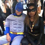 """2018  """"Kopf hoch, Batman, wir müssen die Welt retten!"""" Jennifer Hudson versucht als Catwoman ihren etwas müden Superhelden-Kollegen Batman alias Blake Shelton aufzumuntern."""