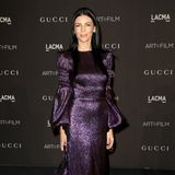 Liberty Ross glitzert in dunklen Lila.