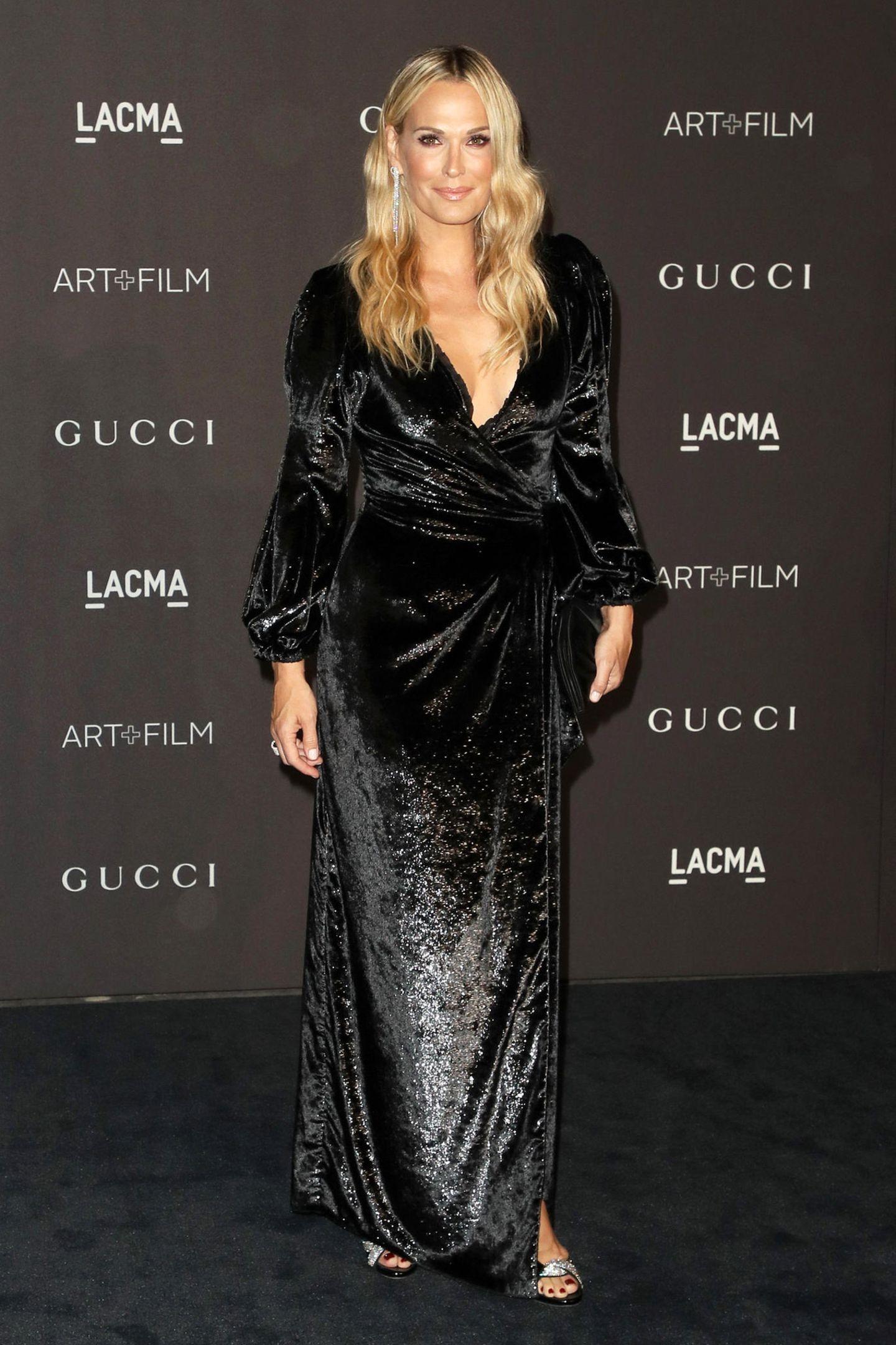 Wie eine Sternennacht glitzert auch Molly Sims im schwarzen Pailletten-Kleid.