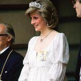 Mai 1984: Lady Diana erwartet ihr zweites Kind und strahlt vor Glück, ein kleines Bäuchlein ist auch bereits zu erkennen. Am15. September 1984 kommt Prinz Harry zur Welt.