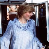 April 1984: Ob Lady Diana hier schon wusste, dass ihr zweites Kind ebenfalls ein Junge sein wird? Das hellblaue Kleid könnte zumindest ein versteckter Hinweis gewesen sein.