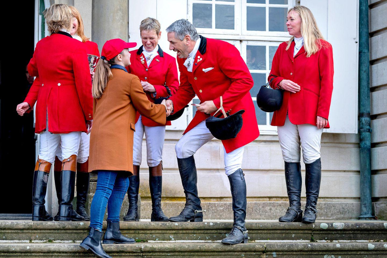 4. November 2018  Dafür macht Christians jüngere Schwester Isabella das mit dem Repräsentieren und Gratulieren der Reiter schon richtig gut.